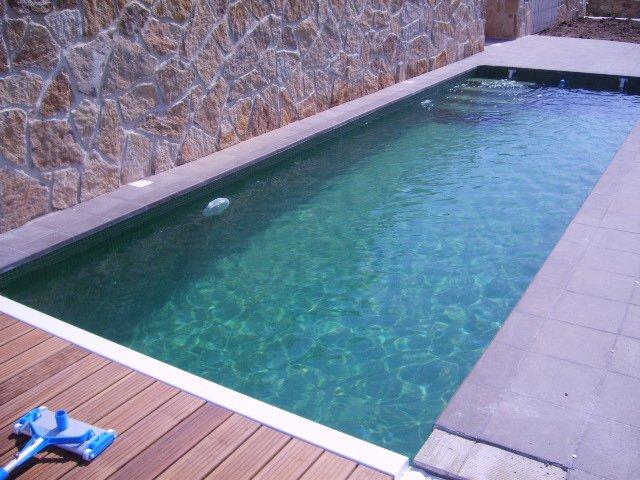 link diseño piscinas modernas piedra