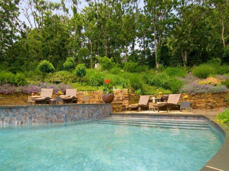 losas paredes piscina amplia jardin ideas