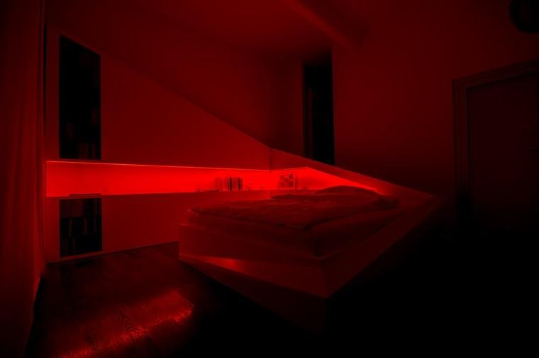 luz nocturna color rojo cama