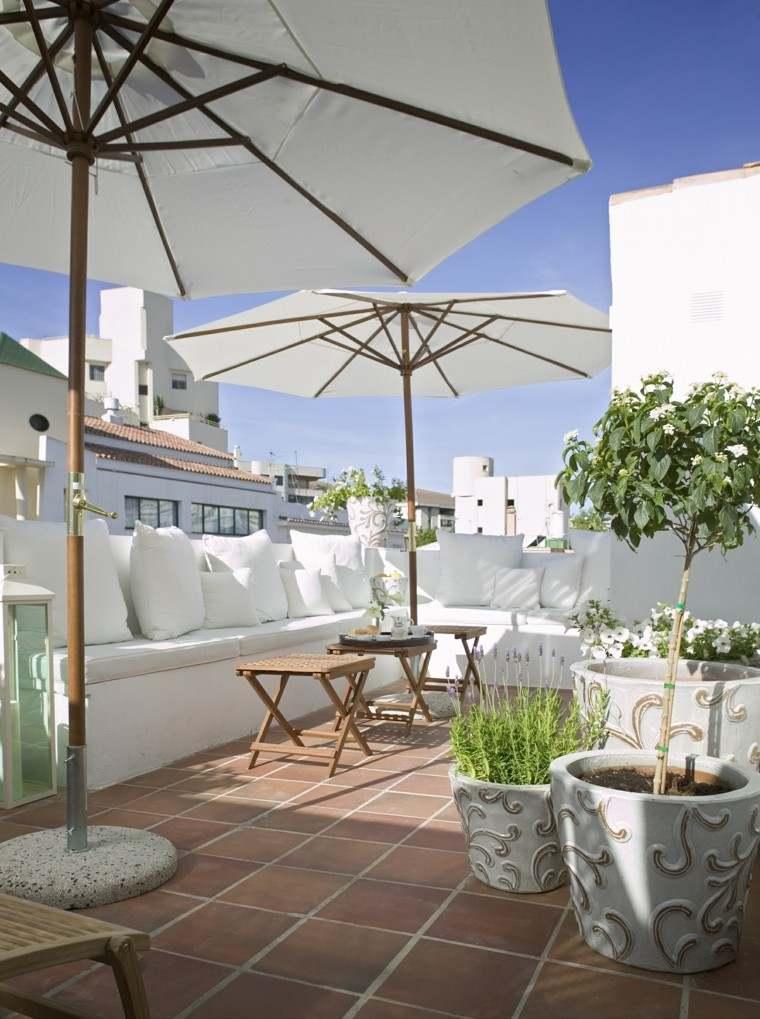macetas blancas decorado figuras terraza