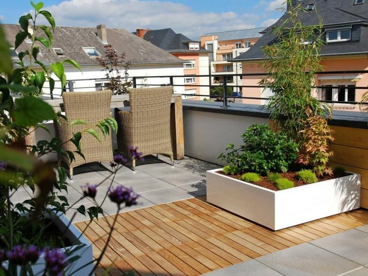 Macetas jardineras y plantas preciosas en el jard n for Macetas para exteriores decoracion