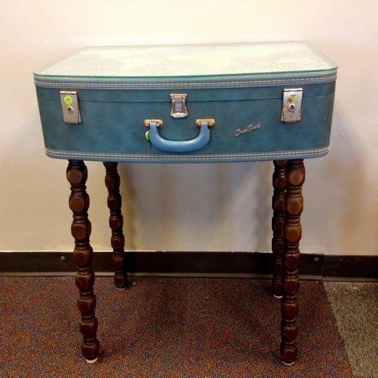 maleta mesa interesante azul llamativa