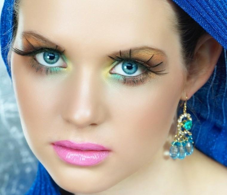 maquillaje de ojos chica pañuelo azul