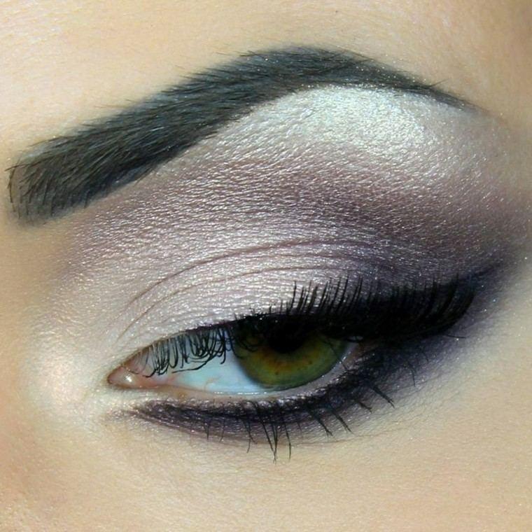 maquillaje de ojos delineado detalles plateado