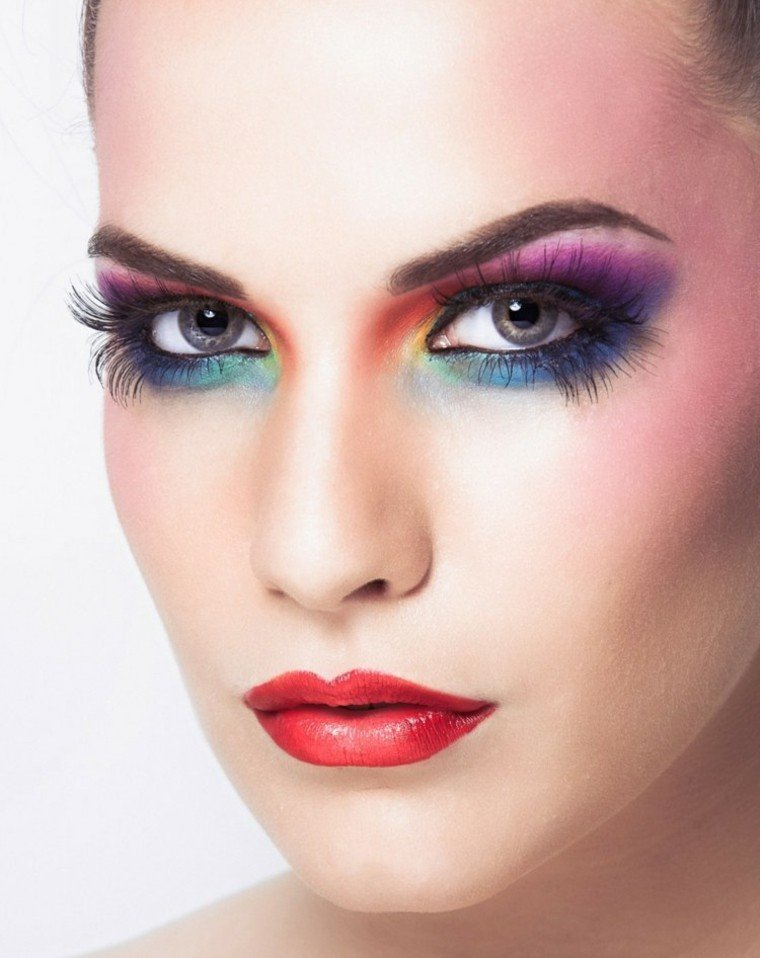 maquillaje de ojos rojo boca colorido