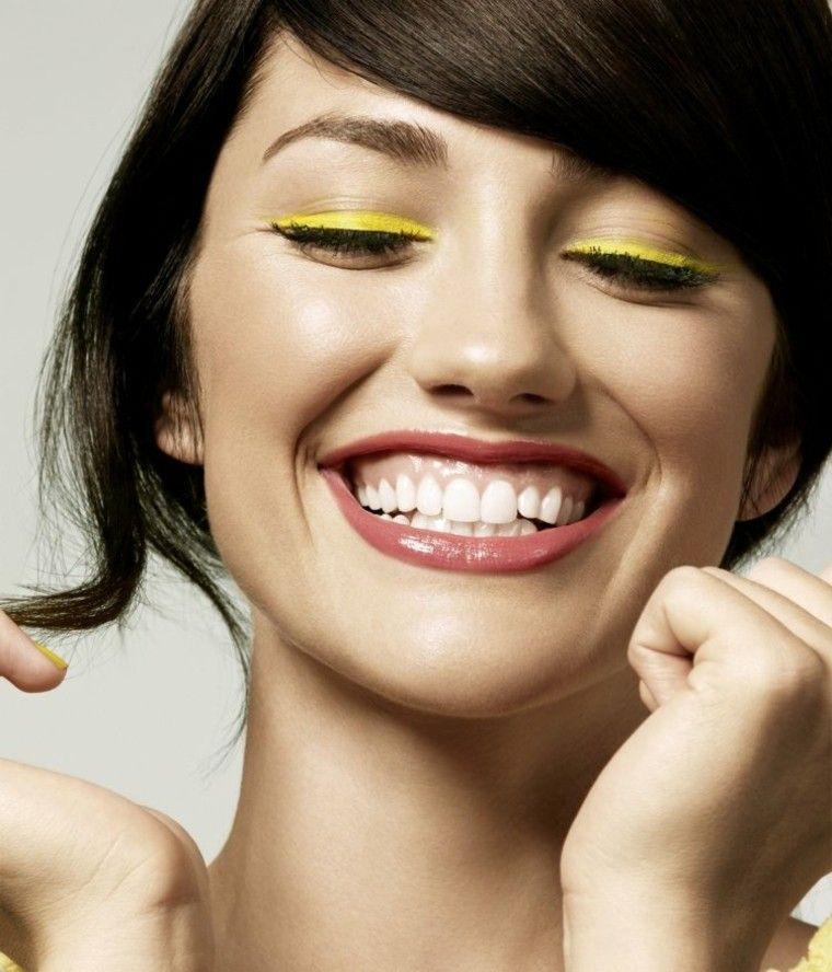 maquillaje de ojos sonriente mujer amarillo