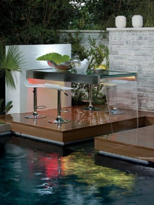 mesa cristal fuente cascada piscina