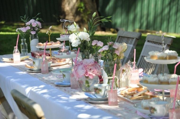 mesa decorada fiesta jardin flores