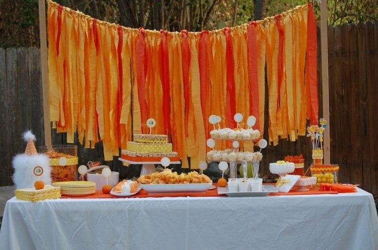 mesa naranja patio muro listas