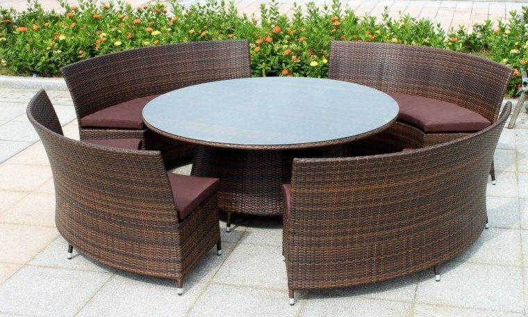 mesa redonda bancos mimbre marrón