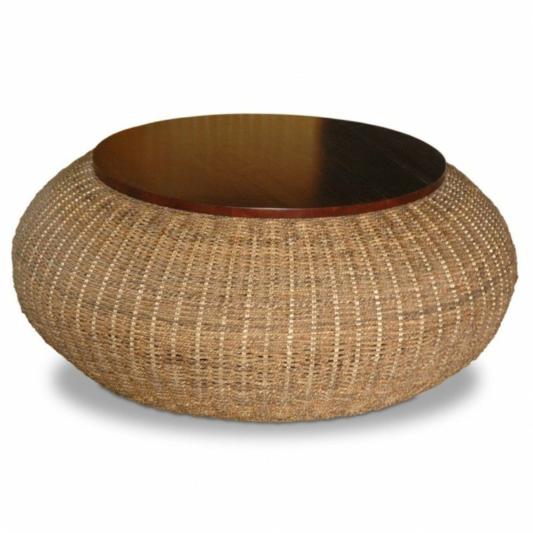 mesa redonda de rattan y madera