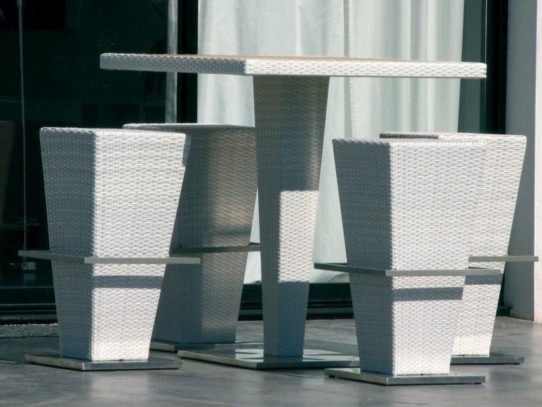mesa taburetes altos rattan blanco