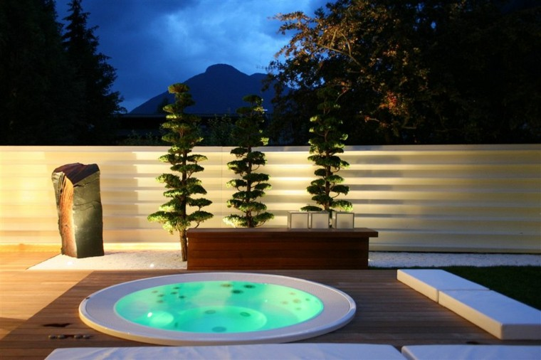 minimalista patio jacuzzi rocas led