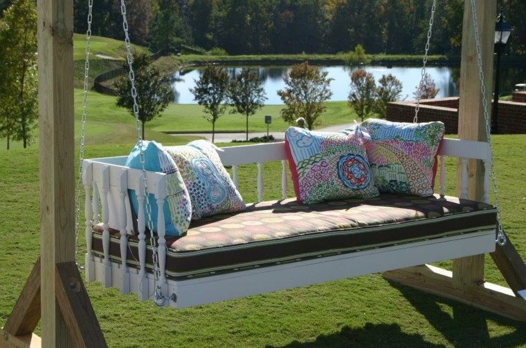 Mobiliario refrescante 50 camas y sof s colgantes for Camas balinesas para jardin