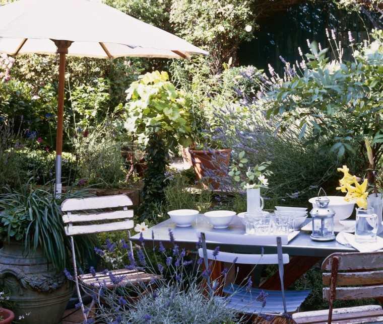 mobiliario de jardín decoración plantas sillas recicladas ideas