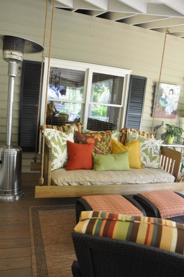 mobiliario rojo cojines rayas tropical
