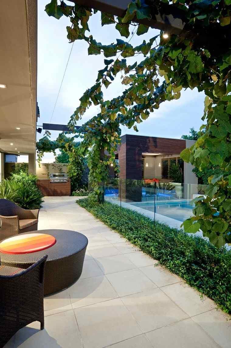 moderno detalle mesa exterior piscina
