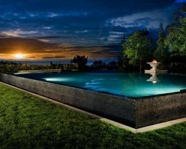 mosaico color negro piscina clasica