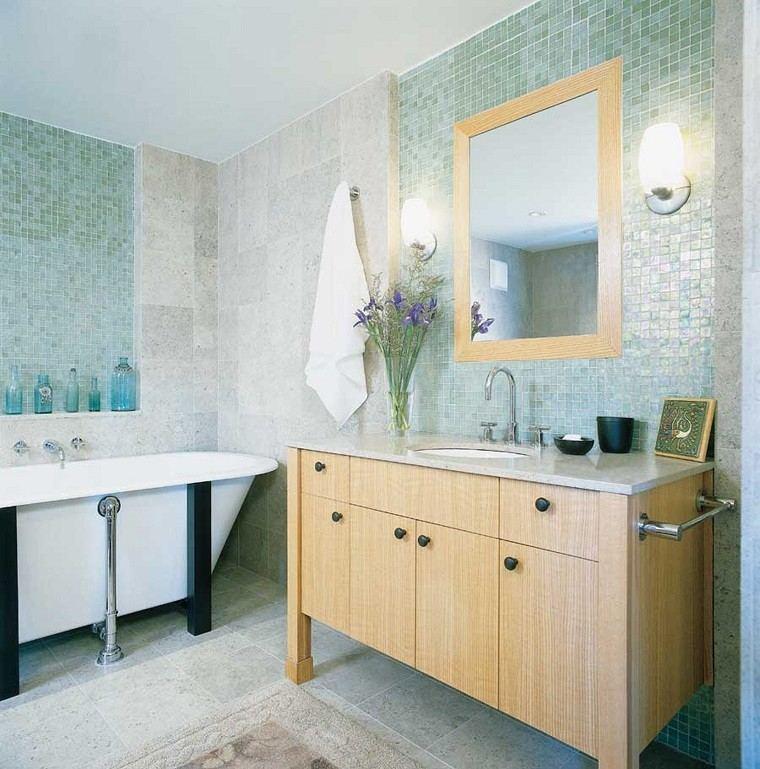 muebles baño madera mosaico azul