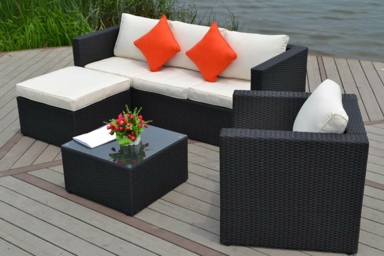 muebles mimbre cojines naranja terraza