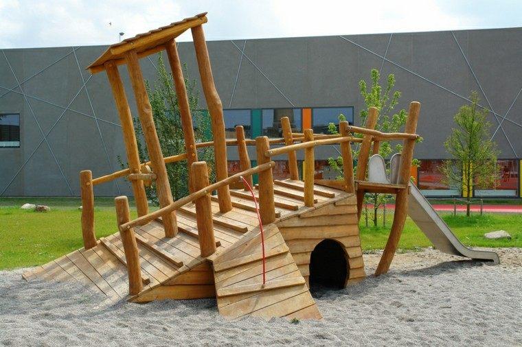 original diseño casita torcida tobogán
