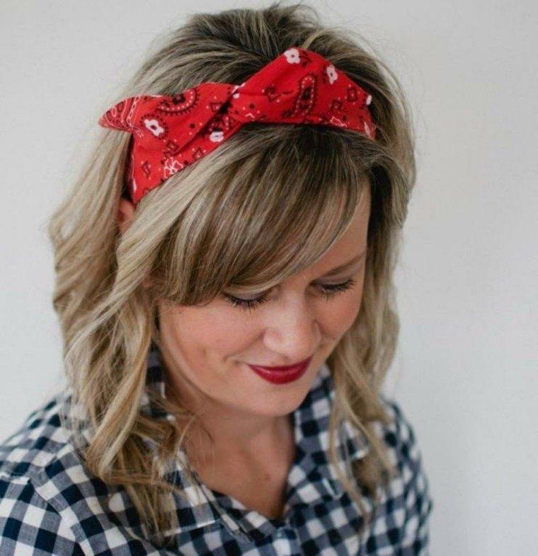 pañuelo color rojo pelo suelto