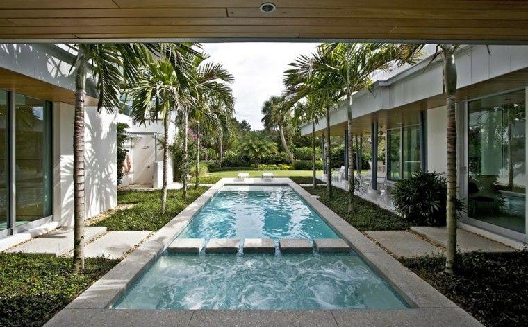 palmeras piscina sendero casa madera techo