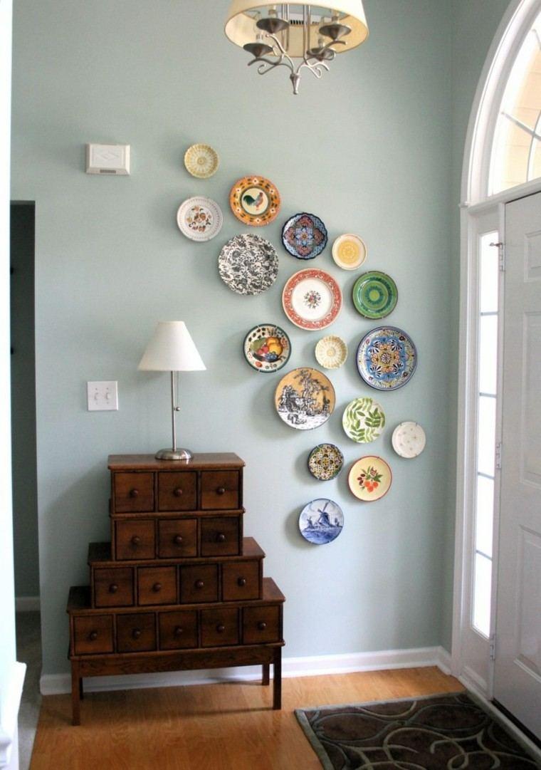 pared platos colorido entrada azul