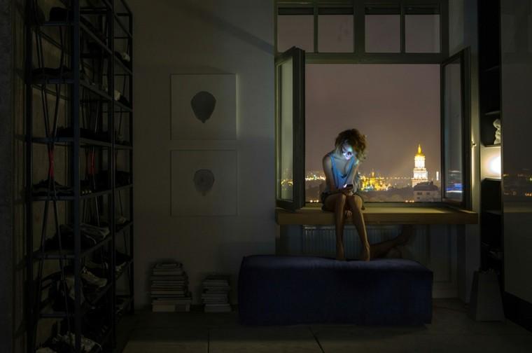 paredes diseño ciudad noche mujer