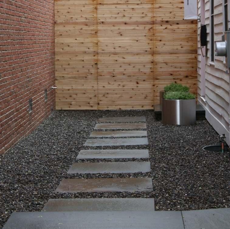 patio estilo minimalista sendero piedras