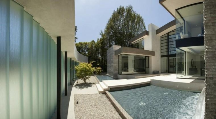 patio moderno piscina cascada muro
