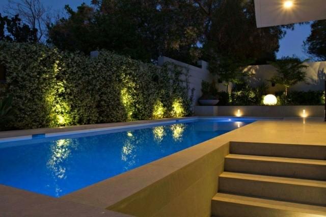 patio noche moderno diseño piscina