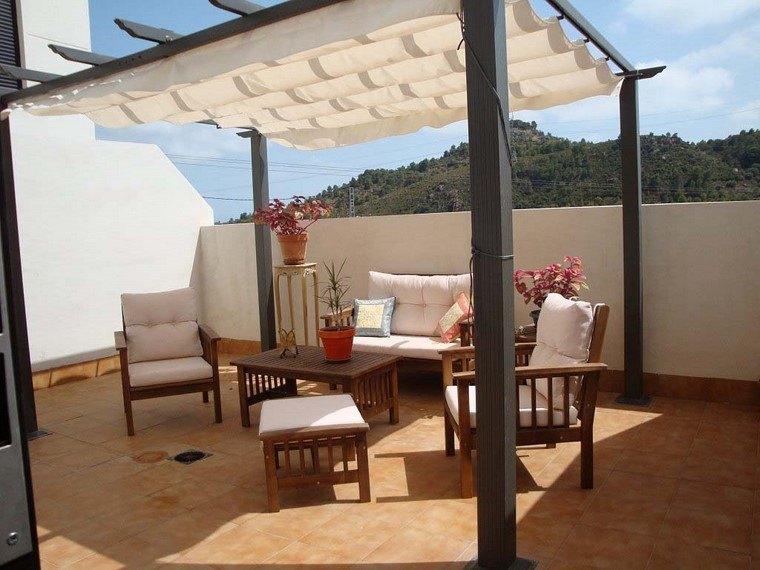 pergola madera negra terraza muebles teca ideas