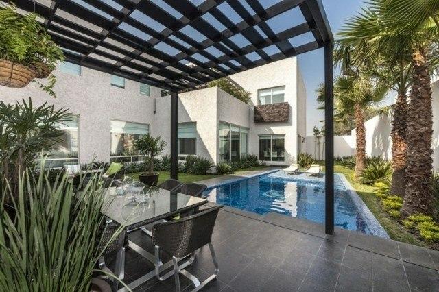 pergola metal jardin piscina palmeras