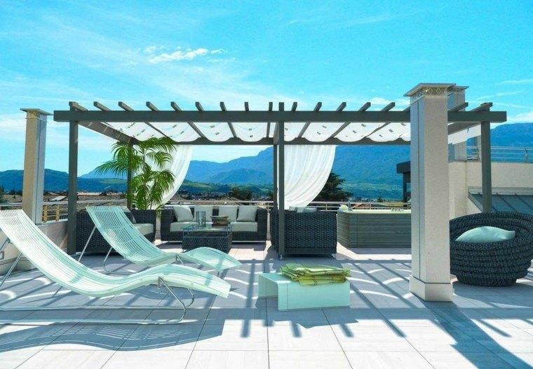 pergola negra terraza moderna tumbonas blancas ideas