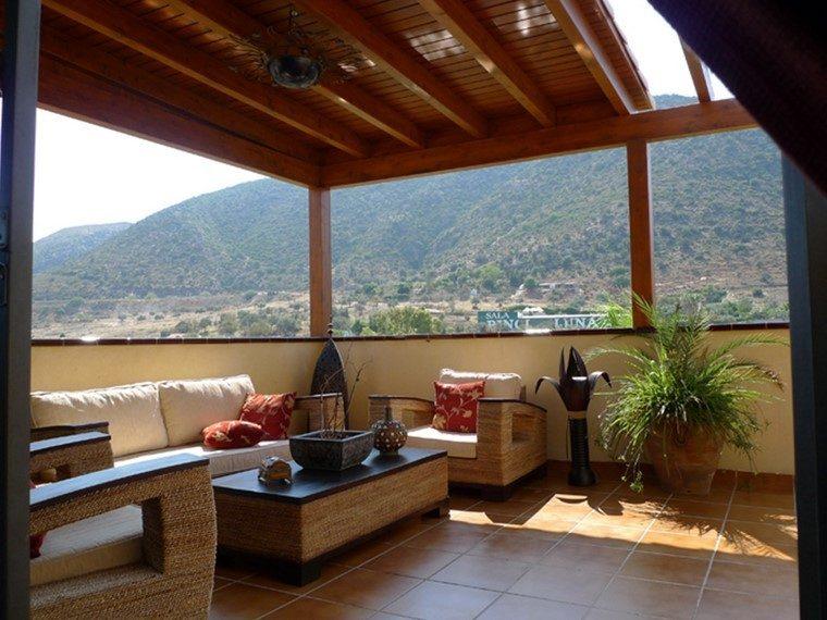 creative terrazas con pergolas de madera image