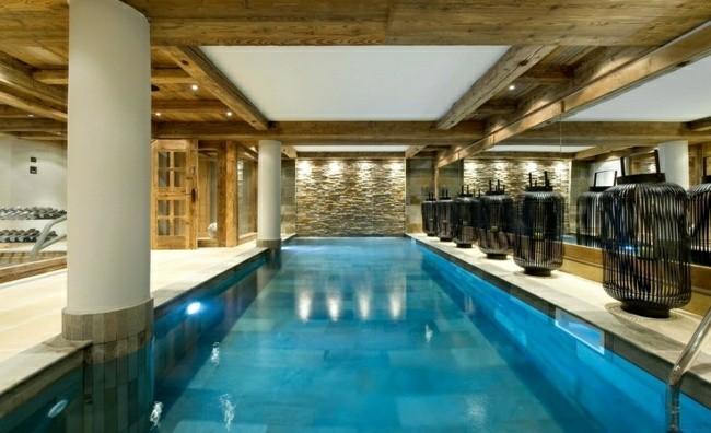 piscina grande techo cubierto