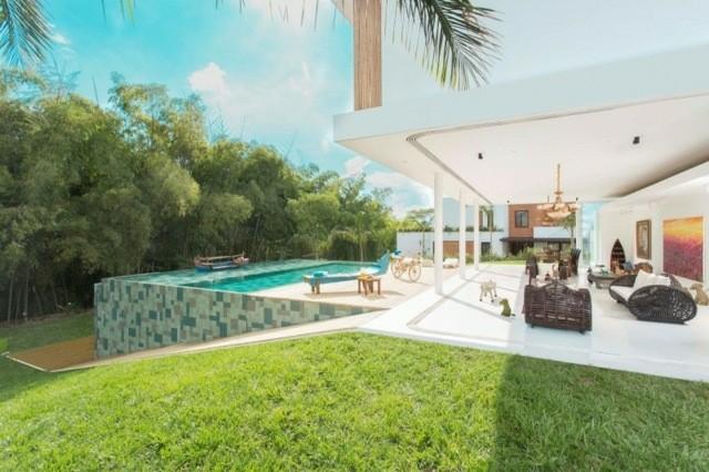 piscina nivelada diseño moderno