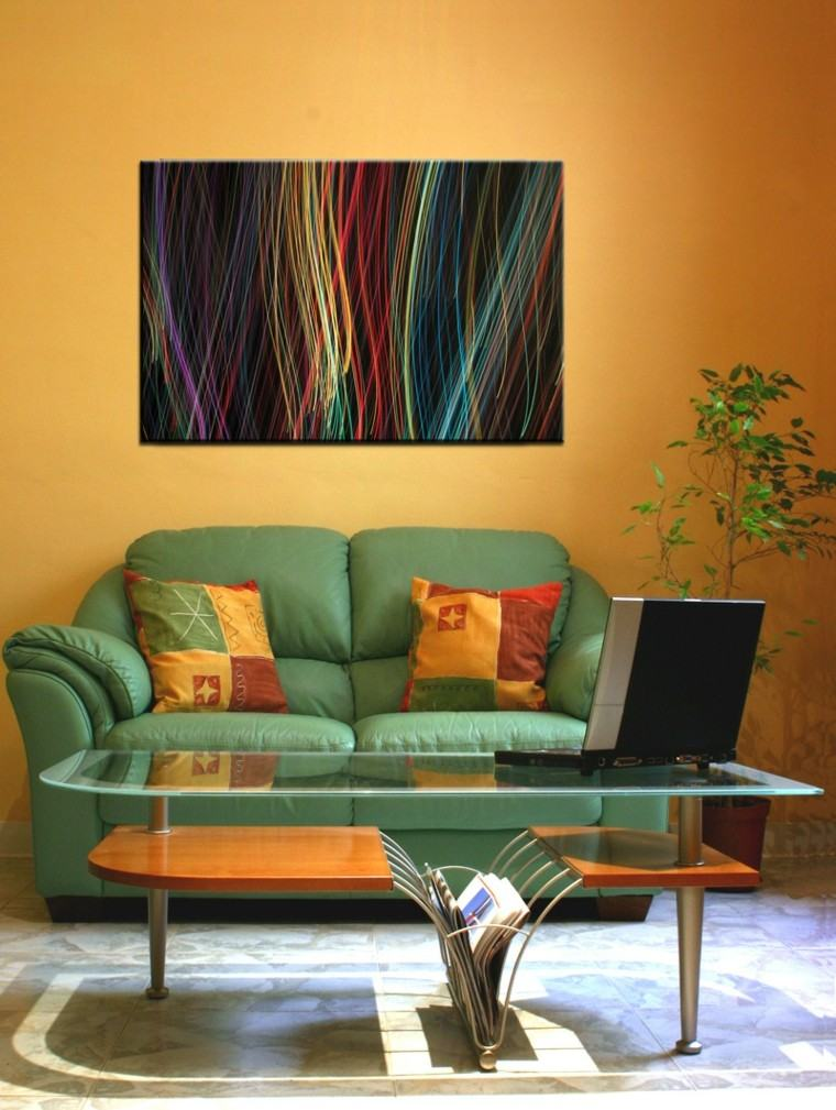 pintura color naranja sofa verde