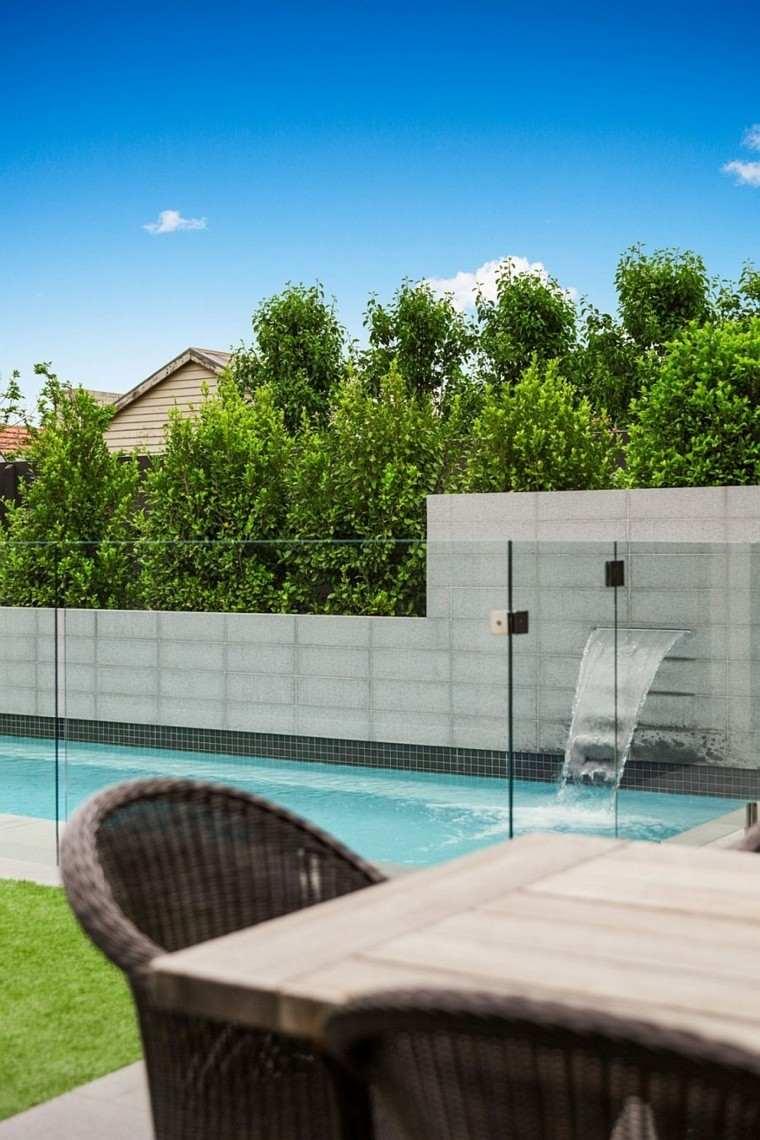 piscina fuente cascada valla vidrio