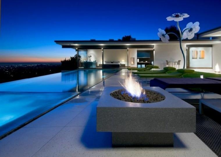 piscina infinita chimenea flor gigante