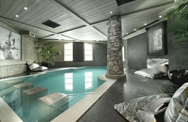 piscina cubierta columna piedra gris