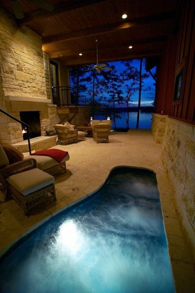 piscina cubierta redondeada rustica luces