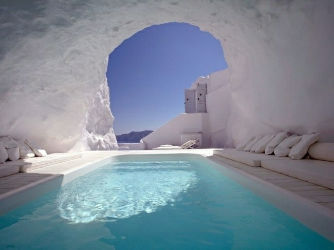 piscina moderna dentro de iglu