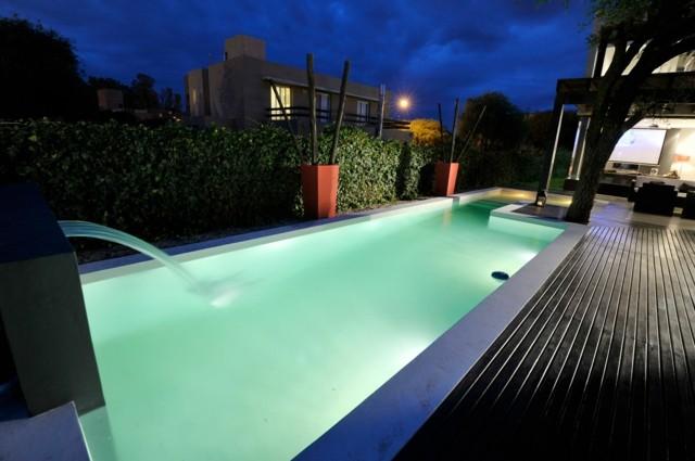 piscina fuente luz noche agua