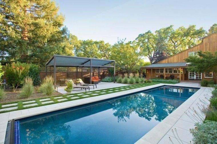 piscina grande pergola tumbonas camino losas ideas