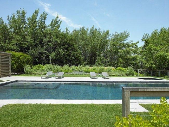 piscina grande tumbonas modernas metal