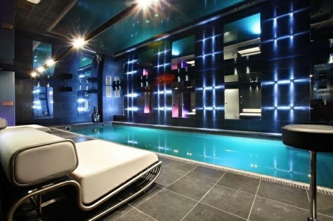 piscina interior sillon color beige