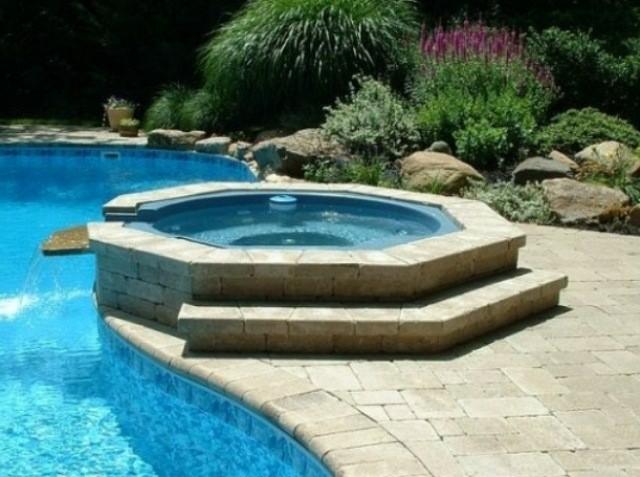 piscina jacuzzi integrado piedra plantas