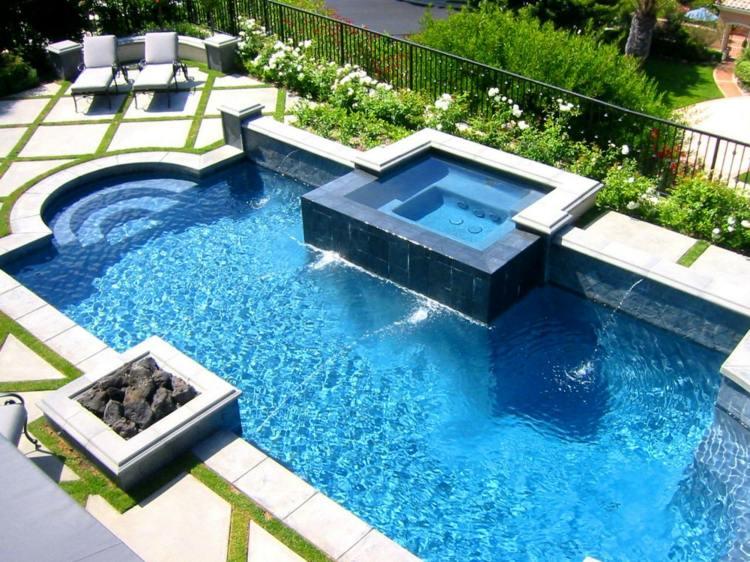 piscina jacuzzi tumbonas jardin moderno ideas